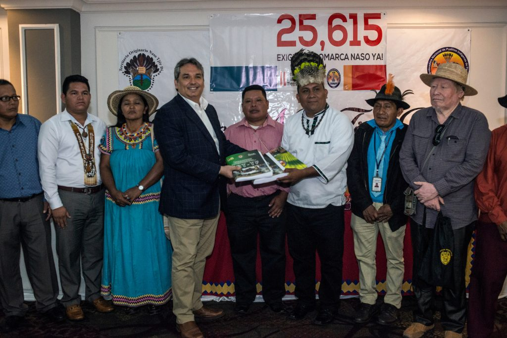 PHOTO: NASO KING HANDS OVER 25,615 SIGNATURES IN SUPPORT OF THEIR LAND RIGHTS TO OMBUDSMAN OF PANAMA. PHOTO: RAMON LEPAGE.