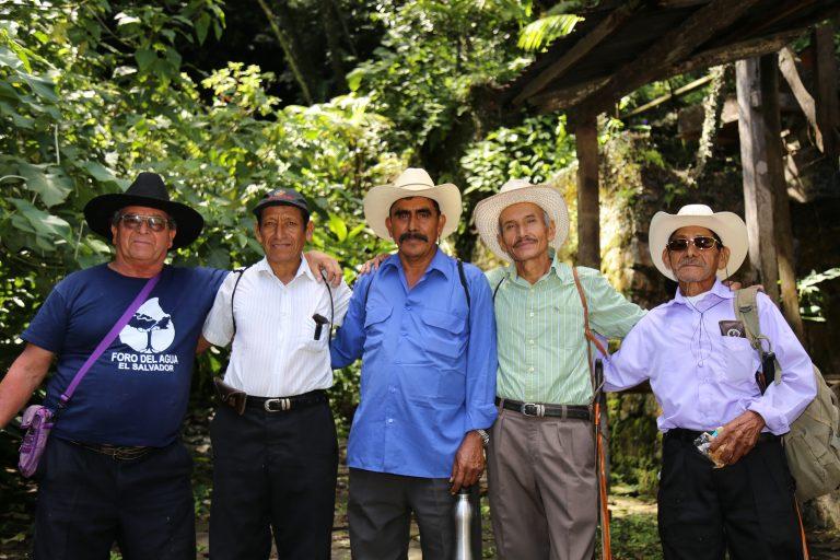 Defensores de los derechos humanos enjuiciados por defender su derecho al acceso al agua comunitaria en El Salvador